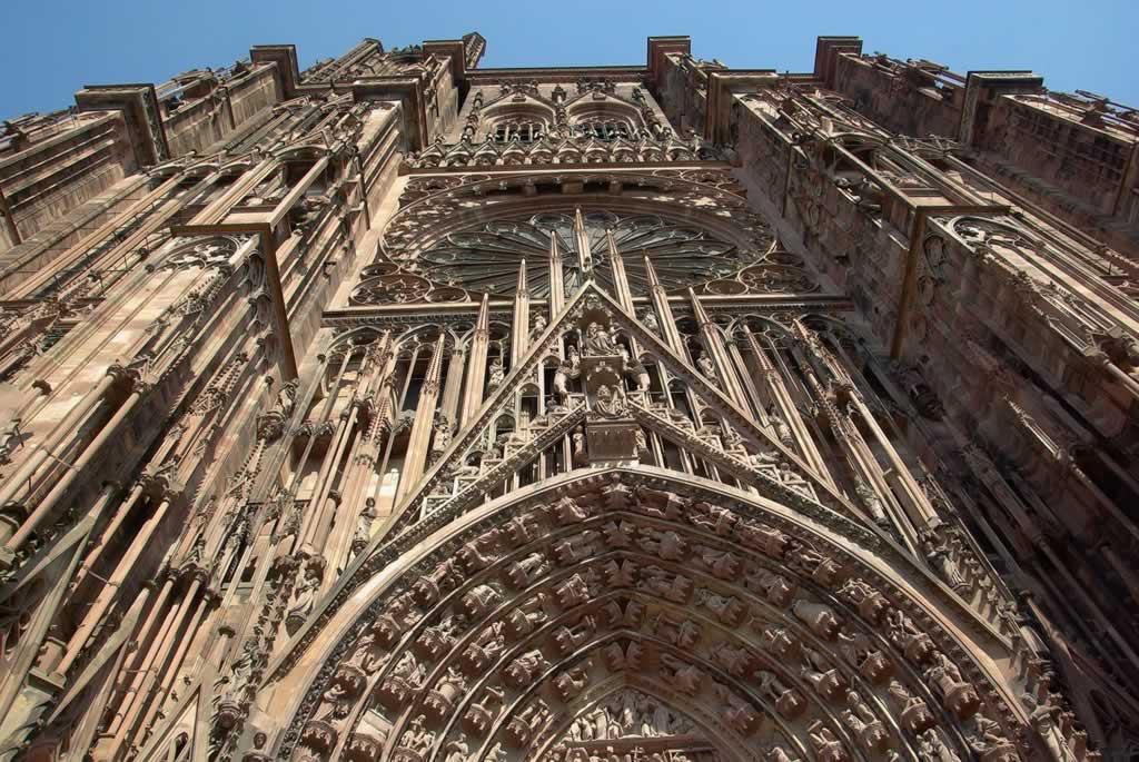 Escapade à Strasbourg : découverte architecturale à travers la cathédrale Notre-Dame